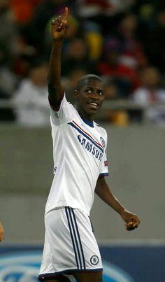 Ramires Chelsea Fc Players, Stamford Bridge, Chelsea Football, West London, Royal Blue, Lion, Blues, Soccer, England