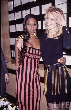 Naomi Campbell and Claudia Schiffer in all-out sass. <3