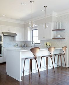 There is no question that designing a new kitchen layout for a large kitchen is much easier than for a small kitchen. New Kitchen, Kitchen Decor, Kitchen White, Shaker Kitchen, Kitchen Wood, White Kitchens, Long Kitchen, Kitchen Themes, Kitchen Colors