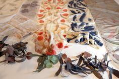 Ecoprint, la alquimia de las hojas   Diseño   MG Magazine Thread Art, Shibori, Bookbinding, Leaf Design, Surface Design, Textile Art, Printing On Fabric, Stationery, Quilts