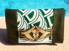 """sacsetpacotilles une boucle de ceinture """"arts deco"""" et du tissu des années 70 sortis du fond d'un placard , le fabuleux liège de luxe @lamerceriedescreateurs , le modèle Cachôtin de @patrons_sacotin  et voilà! L'été est encore là mais on prépare la rentrée 😎  Cet article vous plaît ==> 💌  #accessoires #creations #pochette #cuir #vegetal #vegan #fashion #recup #personnaliser #faitmain #chic #mode #couleurs #artisanale #nice #style #couture #france"""