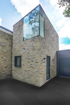 Richmond House by AR Design Studio Architects Modern Buildings, Modern Architecture, Architecture Board, Gaudi, Richmond Homes, Brick Detail, Georgian Homes, Brick Building, Exterior Design