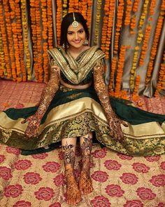 Traditional Look But Stylish Bridal Dresses For Mehndi Ceremony Indian Bridal Photos, Indian Bridal Outfits, Indian Bridal Fashion, Pakistani Wedding Outfits, Lehenga Wedding, Mehendi Photography, Indian Wedding Couple Photography, Bridal Poses, Bridal Photoshoot