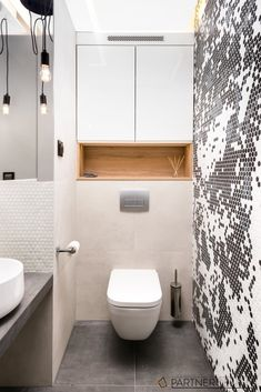 This kind of photo is unquestionably an exceptional design technique. Washroom Design, Bathroom Design Luxury, Bathroom Layout, Modern Bathroom Design, Bathroom Tiling, Modern Bathrooms, Toilet Room Decor, Small Toilet Room, Small Bathroom