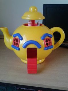 VINTAGE RETRO 1980S BLUEBIRD BIG YELLOW TEAPOT TOY