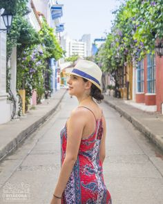 What to do in Cartagena 👉 Castillo de San Felipe, Getsemaní & Squares (Old Town Tour) Fashion, Walks, Castles, Cities, Cartagena Colombia, Pictures, Places, Moda, Fashion Styles