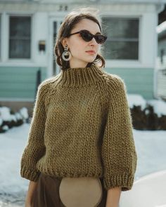 Strathcona Sweater pattern by Tara-Lynn Morrison Strathcona sweater (Pattern for sale on Ravelry) Crochet Dress Outfits, Winter Dress Outfits, Outfit Winter, Pijamas Women, Chunky Wool, Chunky Knits, Looks Street Style, Knit Fashion, Wool Sweaters