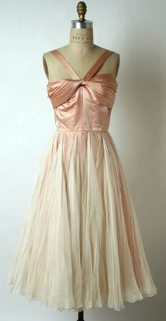 mid-1950s evening dress by Traina-Norell. Oh my!!! I love this dress!!!
