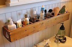 caja de madera alargada para organización del baño