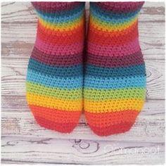 free crochet sock pattern link : thanks so for share xox☆ ★ https://www.pinterest.com/peacefuldoves/