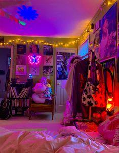 Indie Bedroom, Indie Room Decor, Cute Bedroom Decor, Aesthetic Room Decor, Room Ideas Bedroom, Bedroom Inspo, Hippie Bedroom Decor, Grunge Bedroom, Music Bedroom