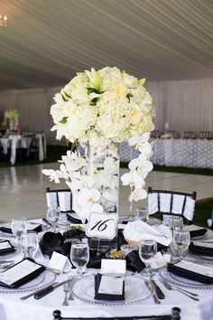 black and white wedding decorations and centerpieces