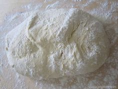 Why Does My Bread Collapse or Flatten? – The Bread Guide: The ultimate source .Why Does My Bread Collapse or Flatten? – The Bread Guide: The ultimate source for home bread baking Sans Gluten Thermomix, Pizza Sin Gluten, Making Sourdough Bread, Spoon Bread, How To Store Bread, Kneading Dough, Wie Macht Man, Whole Wheat Bread, Calzone