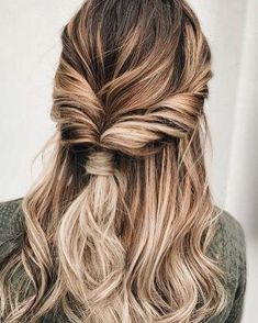 18 EASY HAIRSTYLES FOR SPRING BREAK See our collection of easy hairstyles that are just the perfect for spring break as it is the time to have much fun rather than pay extra attention to the way your hair looks. Fast Hairstyles, Pretty Hairstyles, Braided Hairstyles, Wedding Hairstyles, Simple Hairstyles, Spring Hairstyles, Hairstyle Ideas, Popular Hairstyles, Everyday Hairstyles
