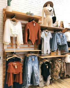 Boutique Store Displays, Clothing Store Displays, Boutique Decor, Boutique Interior, Boutique Stores, Boutique Design, Boutique Clothing, Fashion Boutique, Clothing Store Interior