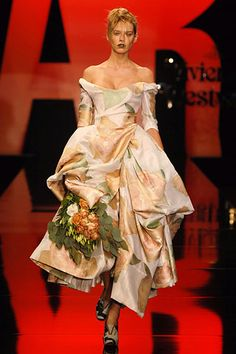 Vivienne Westwood Spring 2006 Ready-to-Wear - Collection - Gallery - Look 1 - Style.com