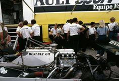 Renault RE30B - Renault Gordini EF1, 1.5 V6 (tt/c - twin KKK turbochargers) 1982 Swiss Grand Prix, Dijon-Prenois (France) © Renault Sport F1 / S. Le Bozec | Source: Flickr