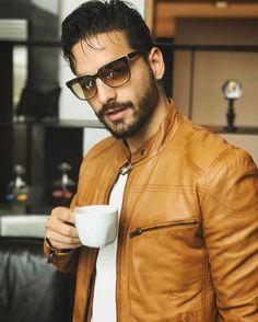 Maluma Haircut, Maluma Style, Maluma Pretty Boy, Leather Fashion, Mens Fashion, Mode Man, Latin Men, Elegant Man, Awesome Beards
