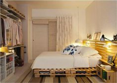 Pallet bed + open closet