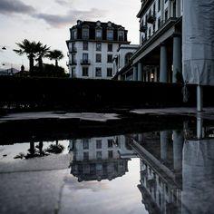 In The City of Lucerne . #Wasserspiel . .  #lucerne #lucerna #lucernecity #luzern #switzerland #swiss #lozärn #suisse #cityscape #mountains #travel #lucerne_switzerland #lakelucerne #visitlucerne #citywalkLucerne #oldTownLucerne #MeinLuzern #MyLucerne #LakeLucerneRegion  #photosDieGeschichtenErzählen #nikoneurope #nikonswitzerland #nikonphotography #nikonZ7 #inLOVEwithSWITZERLAND  #photography  #localphotographer #localphoto #spiegelbild Luzern Switzerland, Mansions, House Styles, Photos, Home Decor, Mirror Image, Water Games, Pictures, Photographs