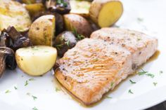 Salmon fillets with prosecco sauce is a lovely and easy recipe from Lidia Bastianich, definitely one of America's best chefs Fish And Meat, Fish And Seafood, Seafood Dishes, Seafood Recipes, Salmon Dishes, Fish Recipes, Easy Delicious Recipes, Healthy Recipes, Yummy Yummy
