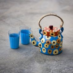 The #Sunflower - A series of #hand-painted #kettles which brings a sense of #colour, fun and craziness in your #homes . Box includes : A kettle and two hand-painted chai(#Tea) #glasses| Buy this at - http://ow.ly/ob3Tg