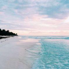 Sunset shades in T U L U M  #sunset #paradise #sungoesdown #anotherdayinparadise #liveitup #tulum #tulumliving #yogaintulum #yoga #yogaretreats #yogaadventure #yogaaadventures #yogaadventuresworldwide #letsyoga #igyoga #beach #summertime #clouds #caribbean #beachday #travelmore #traveleverywhere #yogaeverywhere #yogaandthebeach #beautyandthebeach #beachplease #letsgotothebeach #allday #followme #turtleseasonisoverforme