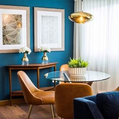 """is taking """"dine in style"""" to the next level. ⬆️ Shop the Mid-Century Dining Chairs + Jensen Table for a quick dining room makeover, perfect for small spaces! Mid Century Modern Dining Room, Mid Century Dining Chairs, Dining Room Chairs, Lounge Chairs, Dining Bench, Office Waiting Room Chairs, Foyer Decorating, Budget Decorating, Do It Yourself Home"""