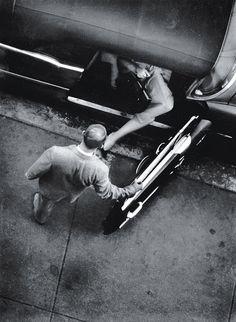 William Eugene Smith (1918-1978) fue un fotoperiodista estadounidense conocido por su negativa a comprometer sus standards profesionales y por sus vívidas y brutales fotografías de la Segunda Guerra Mundial.  W. Eugene Smith se unió a Magnum Photos en 1955 y se convirtió en un miembro de pleno derecho en 1957.