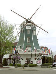 Holland Days in Lynden, Washington, USA ~ Saturday May 2005 -Windmill Lynden Washington, Oregon Washington, Water Wheels, Wind Mills, 10 Picture, Le Moulin, Covered Bridges, Homeland, Lighthouse