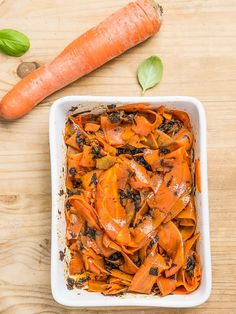 Garden salmon is a delicious alternative to real fish. Making salmon with carrots is literally a moment of work and a lot of satisfaction and great taste! Vegan Salmon Recipe, Salmon Recipes, Vegan Recipes Plant Based, Cooking Recipes, Healthy Recipes, Vegan Vegetarian, Vegan Food, Carrots, Curry