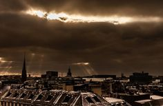 Getting ready for a new start..... #sthlm #sunrays #canon #rooftop #rays #mindfulness