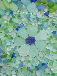 blue and green colored sea glass Sea Glass Beach, Sea Glass Art, Stained Glass Art, Sea Glass Jewelry, Mosaic Glass, Sea Glass Colors, Mosaic Mirrors, Mosaic Art, Sea Glass Crafts