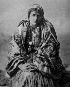 * Romanian gypsy. Early twentieth century. . *