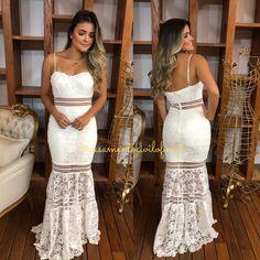 Vestido longo para civil ou noivado Instagram @casamentociviloficial Indian Fashion Dresses, Fashion Outfits, Ball Dresses, Prom Dresses, Civil Wedding Dresses, Weeding Dress, Look Chic, Cute Fashion, Beautiful Dresses