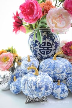 DIY chinoiserie blue and white pumpkins: fall decor for living room, dining room, tablescape, wreaths using mod podge.
