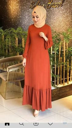 Classy fall outfit - - The Best Work Winter Outfits Ideas That Make you More Cool in 2019 - clothes n staff - Hijab Evening Dress, Hijab Dress Party, Abaya Fashion, Modest Fashion, Fashion Outfits, Casual Outfits, Mode Abaya, Muslim Women Fashion, Muslim Dress