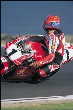 The whole history of motorcycling in pics, until the Moto GP arrival. Triumph Motorcycles, Suzuki Motorcycle, Motorcycle Images, Ducati 748, Ducati Superbike, Valentino Rossi, Motocross, Ducati Custom, Grand Prix
