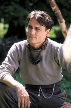 Depp as JM Barrie como ele é lindo. Young Johnny Depp, Here's Johnny, Johnny Depp Movies, Kentucky, Orlando, Terra Do Nunca, Jm Barrie, James Matthews, Johny Depp