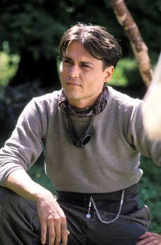 Depp as JM Barrie como ele é lindo. Johnny Movie, Here's Johnny, Johnny Depp Movies, Johnny Depp Quotes, Terra Do Nunca, Kentucky, Jm Barrie, Young Johnny Depp, James Matthews