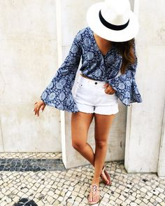 I LOVE that top with those shorts! Travel Outfit Summer, Summer Outfits, Summer Fashions, Casual Outfits, Cute Outfits, Dress Up Outfits, Woman Outfits, Office Outfits, Spain Fashion