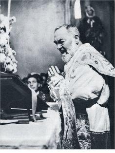 La Messa: cena o sacrificio? Padre Pio rispondeva.