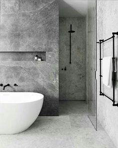 concrete / look / bathroom / industrial / inspiration / bathtub / shower / beton look / badkamer / industrieel / badkuip / inloop douche Minimalist Bathroom, Modern Bathroom, Small Bathroom, Relaxing Bathroom, Master Bathroom, Bathtub Tile, Bathroom Flooring, Bathtub Shower, Shower Doors