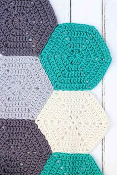 """This photo tutorial will show you how to join crochet hexagons with a technique that results in an invisible seam. Great for sewing hexagons together for an afghan, but can also work for granny squares or other crochet pieces. Crochet Blocks, Crochet Borders, Crochet Afghans, Crochet Squares, Granny Squares, Crochet Hexagon Blanket, Crochet Edgings, Hexagon Quilt, Crochet Stitches"