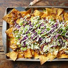 Asian Pork Nachos with Wasabi Cream -use fried wontons instead of tortilla chips Healthy Nachos, Healthy Superbowl Snacks, Good Healthy Snacks, Healthy Eating, Healthy Meals, Appetizer Recipes, Soup Recipes, Snack Recipes, Wonton Recipes