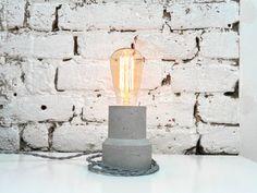 """Lampe """"The Cylinder"""" - Beleuchtung Beton - Beton Tischleuchte mit Textile Kabel und Vintage Edison-Lampe"""