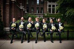 結婚式では一日中写真を撮ることになる。 思いでの一コマは、古典的で美しい写真を、 キャプチャーしてみたいね。