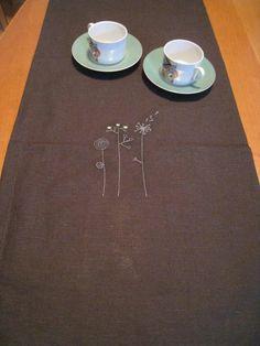 dunkelbrauner Tischläufer gestickt Tischdeko für Küche und