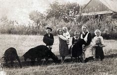 Wiktoria Ulma and her six children. On the night of 23-24/3/44 the Germans found Jews on the Ulma farm. Both the Jews & the entire Ulma family were shot.