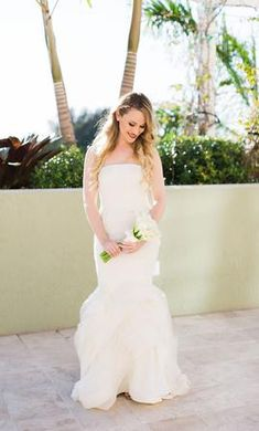 You'll want a wedding dress that's full of romance & whimsy. Try these beautiful garden wedding gowns just waiting to be loved again. Diana Wedding Dress, Sleek Wedding Dress, Boho Wedding Dress Bohemian, Minimalist Wedding Dresses, Garden Wedding Dresses, Used Wedding Dresses, Gown Wedding, Designer Wedding Dresses, Bridal Gowns